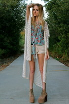 Staring at Stars cape - crochet LA Mart shorts - floral knot LA Mart blouse