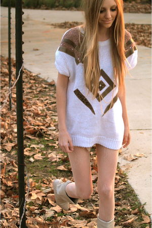 white vintage sweater - beige Urban Outfitters tights - beige Dee-Lux boots
