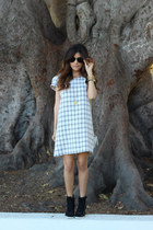 black aviator Ray Ban sunglasses - white checkered inlovewithfashion dress
