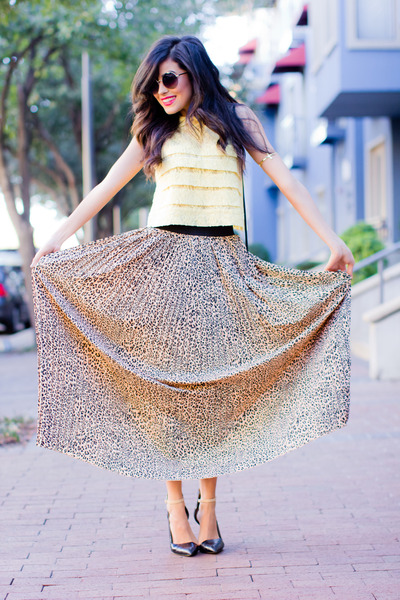 Love skirt - light yellow crop top lace Forever21 shirt