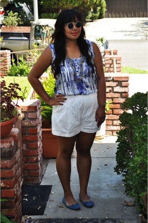 Forever 21 sunglasses - H&M shorts - H&M flats - Forever 21 necklace