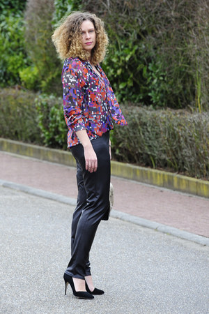 purple chiffon DIY blouse - black shoulderbag Hoffnung Berlin bag