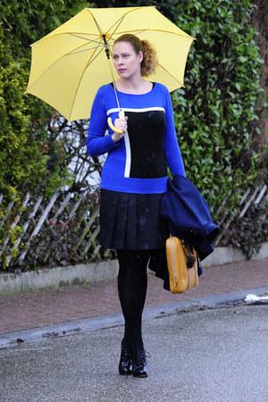 blue GDM sweater - mustard Abro bag - black pleated cinque skirt