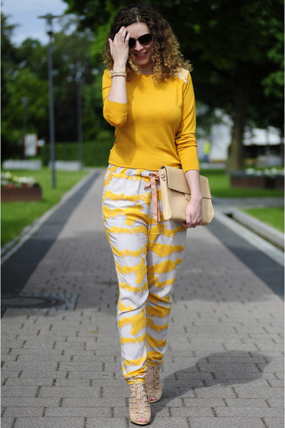 tan Zara bag - mustard longsleeve DIY shirt - tan ornament print Ichi pants