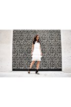 white ruffles Moth Clothing dress - black leather NA-KD sandals