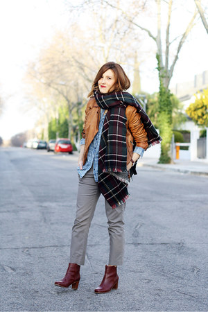 crimson Stradivarius scarf - dark brown Bimba & Lola boots