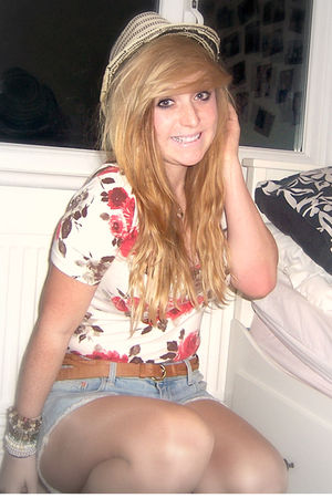 brown Newlook belt - blue Topshop shorts - red Primark top - beige Primark top -