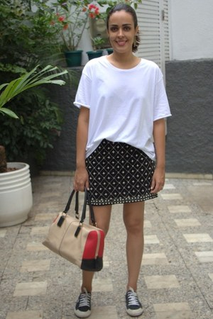 black beaded Zara skirt - red leather bag - white Animale t-shirt
