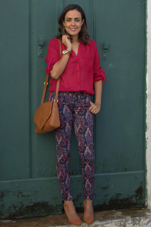 navy skinny Forever 21 pants - brown Forever 21 bag - ruby red blouse
