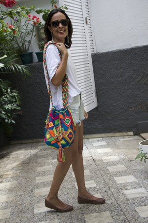 ethnic fringed Wayuu bag - light blue jeans Lança Perfume shorts