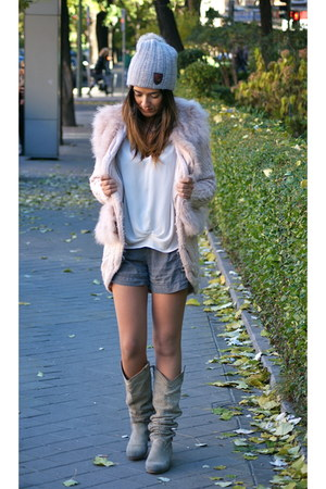 Zara cardigan - Ugg hat - united colors of benetton jumper