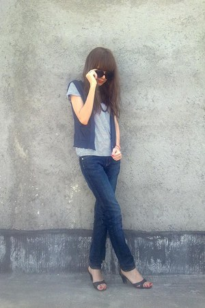 vintage vest - H&amp;M jeans - Aldo sunglasses - giordano t-shirt - vintage heels