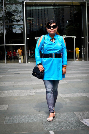 medium flap Chanel bag - tstrap Zara sandals - coldshoulder Daisy blouse
