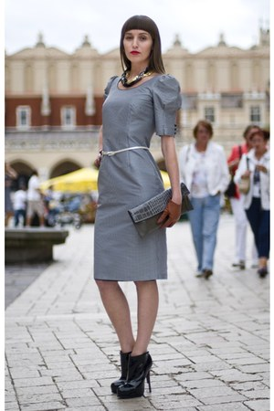 simple dress - simple belt - Buffalo London shoes - paters bag - Mohito necklace