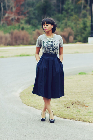 eShakti skirt - JCrew t-shirt - Gucci pumps