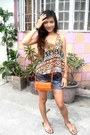 Navy-short-maldita-shorts-carrot-orange-bazaar-bag-gold-camino-sandals
