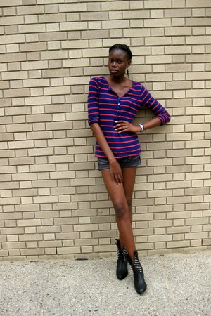 black studded Type Z boots - charcoal gray rainbow shorts - navy Old Navy top