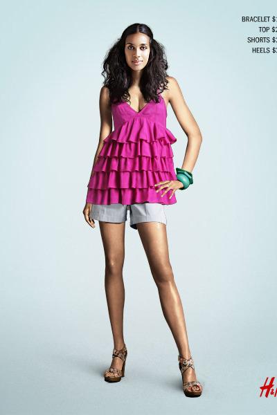 pink H&M top - blue H&M shorts - H&M shoes - blue H&M bracelet