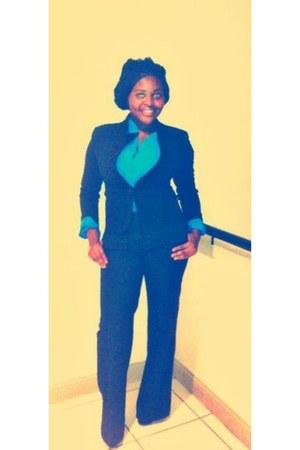 black black blazer blazer - turquoise blue blue shirt - black black slacks pants