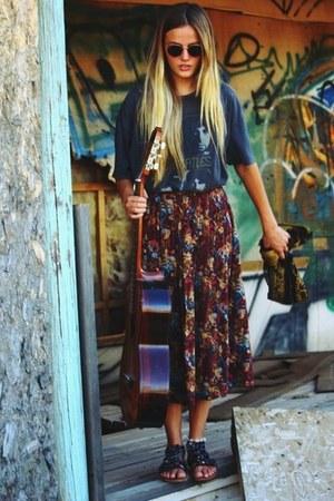 gray beatles tee vintage shirt - vintage skirt - black strappy sandals