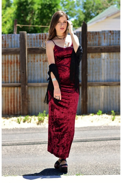 black choker PYKNIC2 necklace - crimson velvet Immediate Fashion Company dress