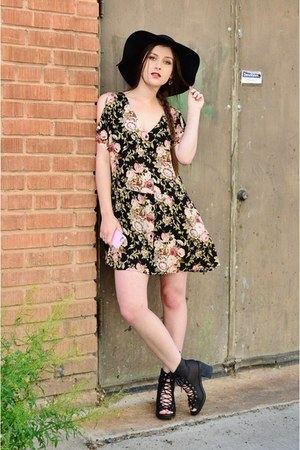 black floral Staring at Stars dress - black floppy David & Young Collection hat