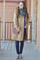 navy denim Levis jeans - camel wool Anne Klein jacket