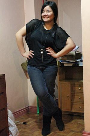 black boots - black top