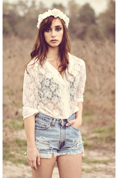 white lace vintage blouse - ivory floral crown plumeuphoria hat