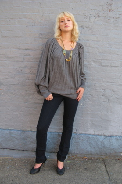 Candela NYC top - Joes Jeans jeans - Draugsvold necklace