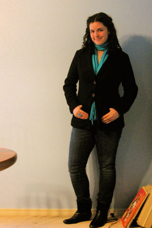 black blazer - black boots - blue scarf - grane jeans