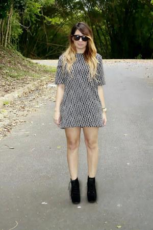black fashion Aldo boots - white sleeveless Forever 21 dress