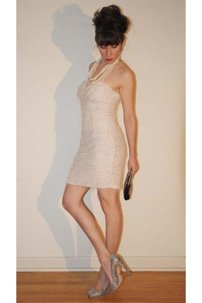 Color shoes wear ivory dress