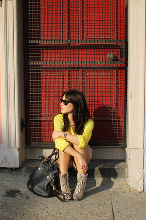 snakeskin Zara boots - mitzy tote Mulberry bag - H&M shorts - rayban sunglasses