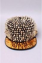 Akira hat