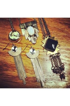 camel Akira necklace - off white Akira necklace - black Akira necklace
