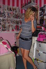 Heather-gray-stripped-top-navy-skirt-black-studded-belt-black-sandals