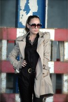 Zara coat - Chloe sunglasses - Zara pants - H&M belt - Adolofo Domnguez necklace