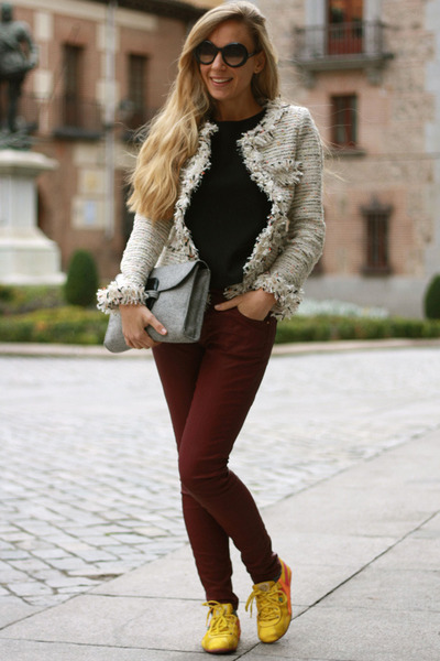 Queens Wardrobe jacket - Pilar Burgos bag - Zara pants - MAZ sneakers