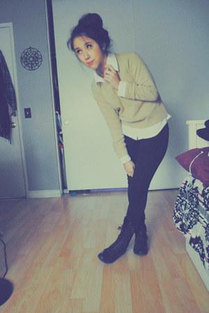 black combat boots LA boots - black high waisted H&M jeans