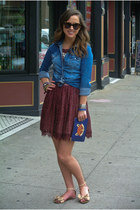 blue H&M top - maroon lace asos dress - blue fox pouch tory burch purse