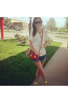 ivory Target shirt - red crossbody Marc Jacobs purse