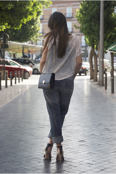 blue boyfriend Mango jeans - black shoulder bag Menbur bag