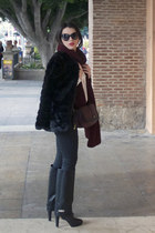black Zara boots - black Lefties coat - crimson Zara scarf - black Zara bag