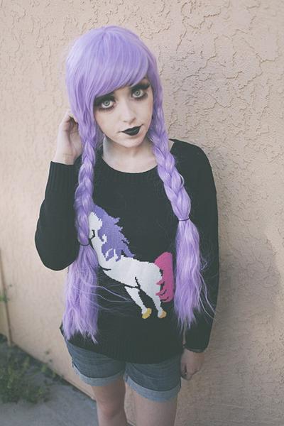black unicorn Mancphoebe sweater - blue jean Levis shorts
