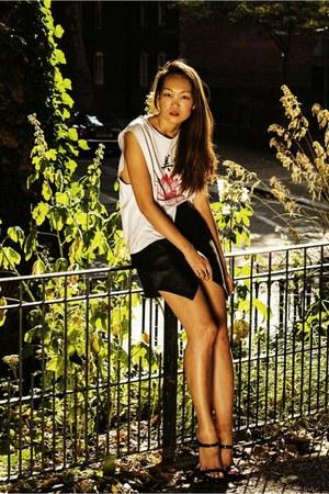 Jaggar t-shirt - Jaggar skirt - Zara sandals