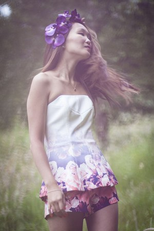 Finders Keepers dress - Rock n Rose hair accessory