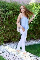 white dungaree Stradivarius jeans - beige rafia Zara bag