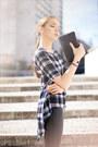 Black-leather-helmut-lang-leggings-black-clutch-mango-purse