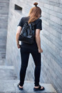 Black-slim-fit-asos-jeans-black-bucket-stradivarius-bag